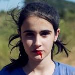"""Entrevista: Em """"Mate-me Por Favor"""", garota de 15 anos procura a morte para se sentir viva"""