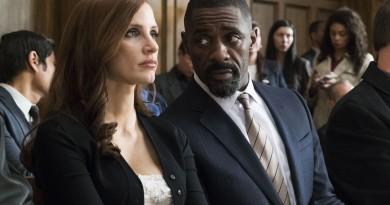 """Idris Elba e Jessica Chastain em cena de """"A Grande Jogada"""""""